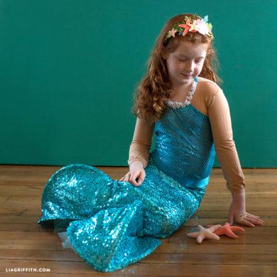 Easy diy halloween crafts costumes and party decor ideas diy mermaid costume solutioingenieria Choice Image