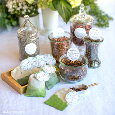 281 diy wedding craft tutorials to bring your special day to life diy herbal sachet wedding favors solutioingenieria Gallery